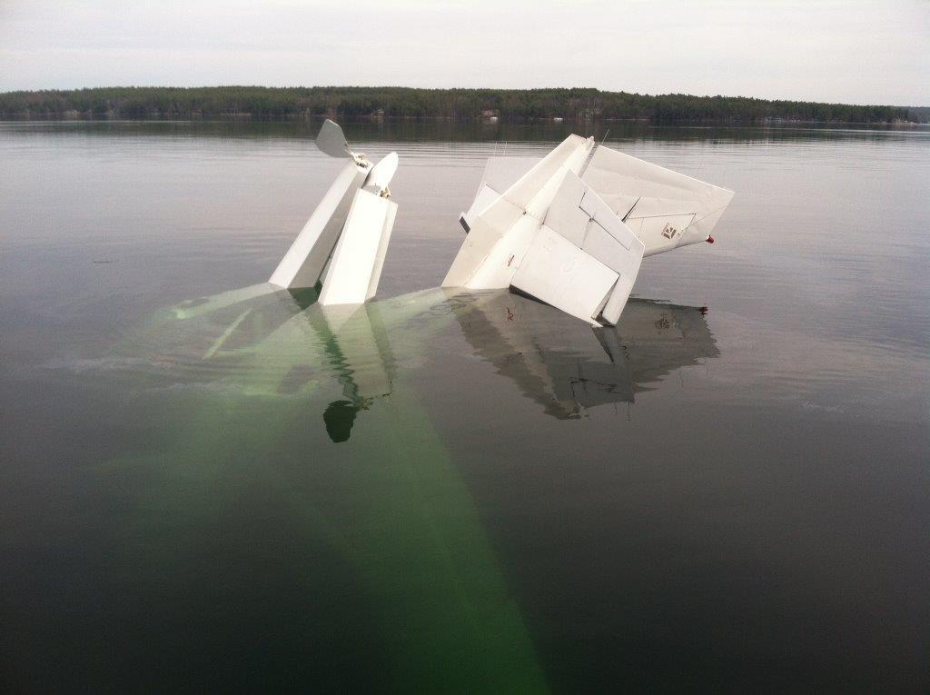 Plane crash in the lake Attachment