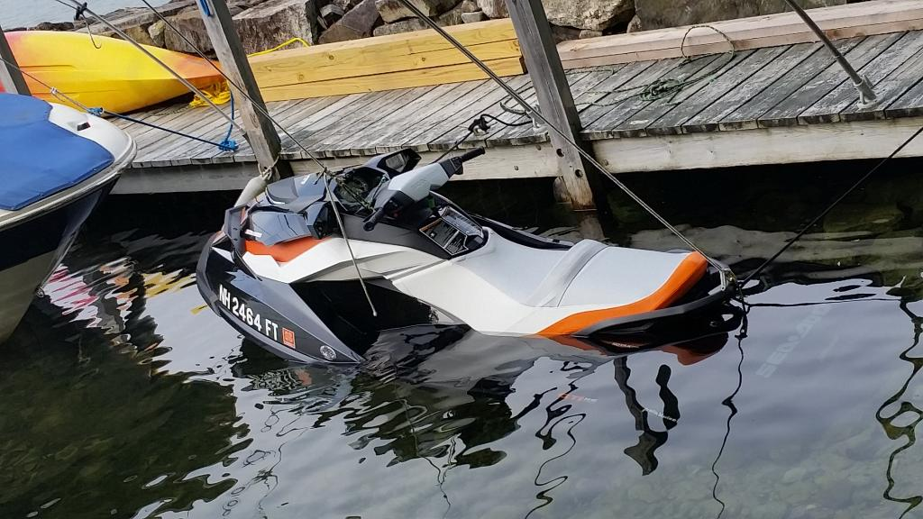 Swamped Jet Ski - Winnipesaukee Forum