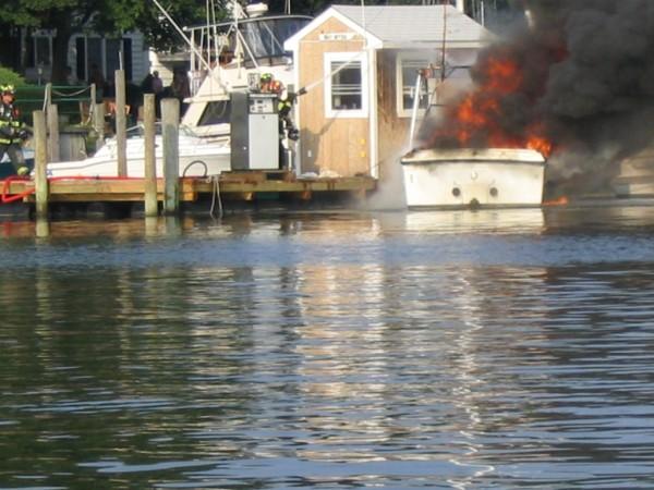 Name:  Townsend Gas Dock Fire 8-29-04 014.jpg Views: 593 Size:  77.5 KB