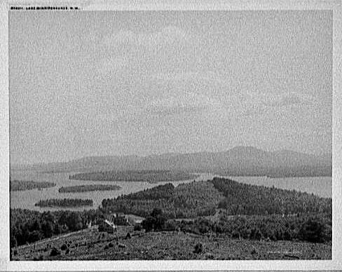 Lake_Winnipesaukee_possible_from_Locks_Hill