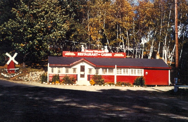 Thomas Windmill Restaurant 1950s Corner Of White Oak Rd And Lake St Laconia Photo By Win Wyatt Oaks Road Goes Up The Hill At Left